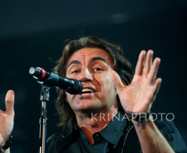 Ligabue in the concert.
