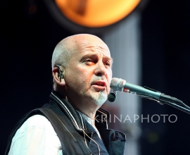 Peter Gabriel in the concert.