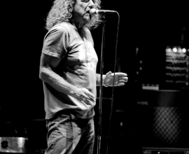 Robert Plant in the concert.