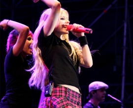 Avril Lavigne in the concert.
