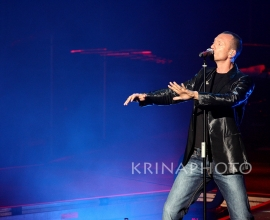 Biagio Antonacci in the concert.