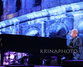 Bryan Adamns and Billy Joel in concerto.