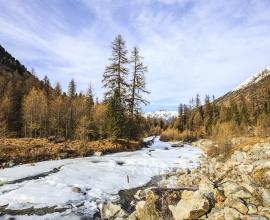 Fiume Ova de Roseg in Val Roseg in Svizzera.