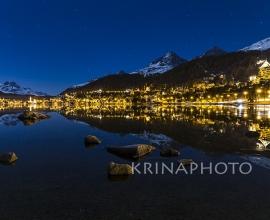 Paesaggio notturno sul lago di St Moritz in Svizzera.